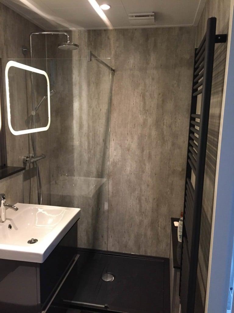Chaletbouw de bruijn voor uw chalet op maat - Mooie moderne badkamer ...